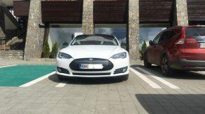 Hotel Peștera a instalat o stație pentru încărcat mașini electrice